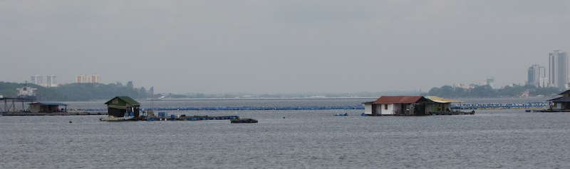 Photo of straight between Johor Bahru and Singapore (with floating houses)