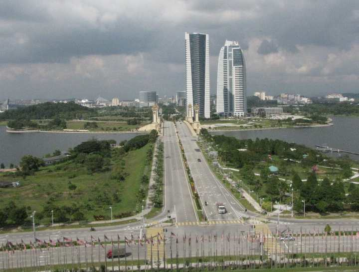 photo of the view of Putrajaya from the convention center