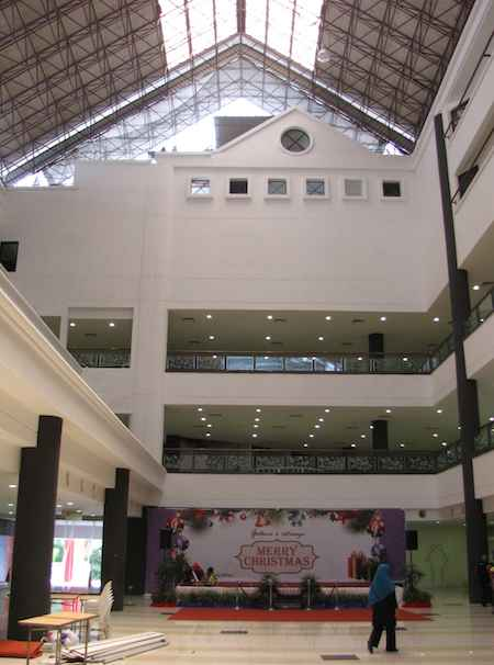 photo of the other section of the mall