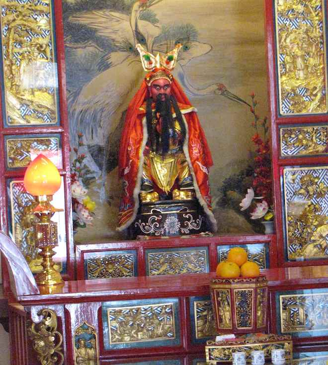 photo of alter in Old Chinese Temple