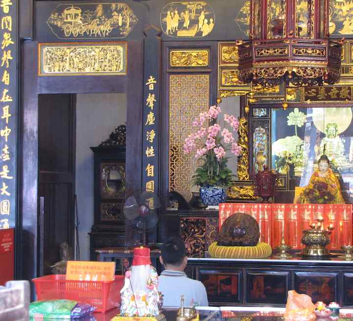 photo inside the Cheng Hoon Teng Temple