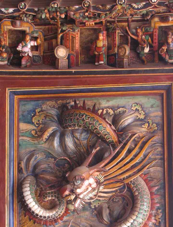 photo of dragon carving