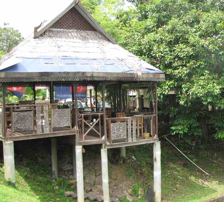 photo of outdoor seating at Tera Thai.