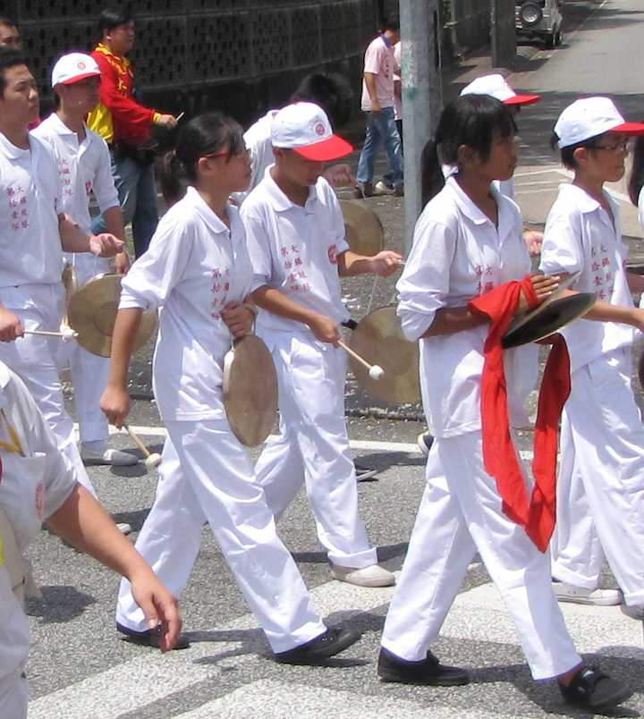 Photo of kids playing gongs at the Chingay Parade in Johor Bahru