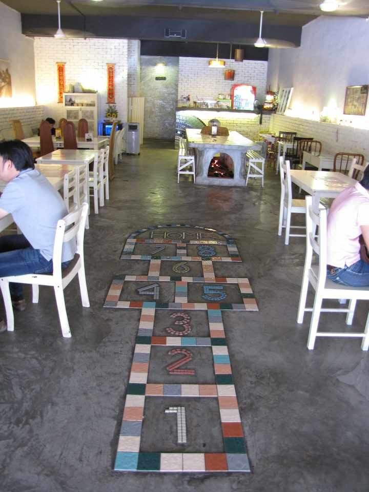 photo of the interior of Grandma's House restaurant